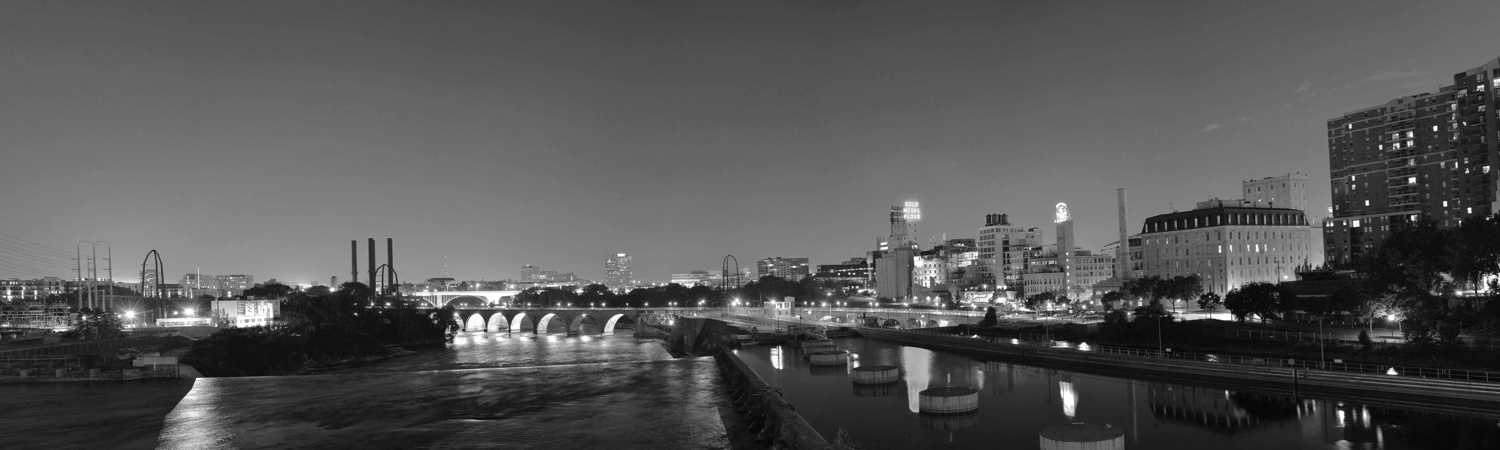 Minneapolis-panorama-black-and-white
